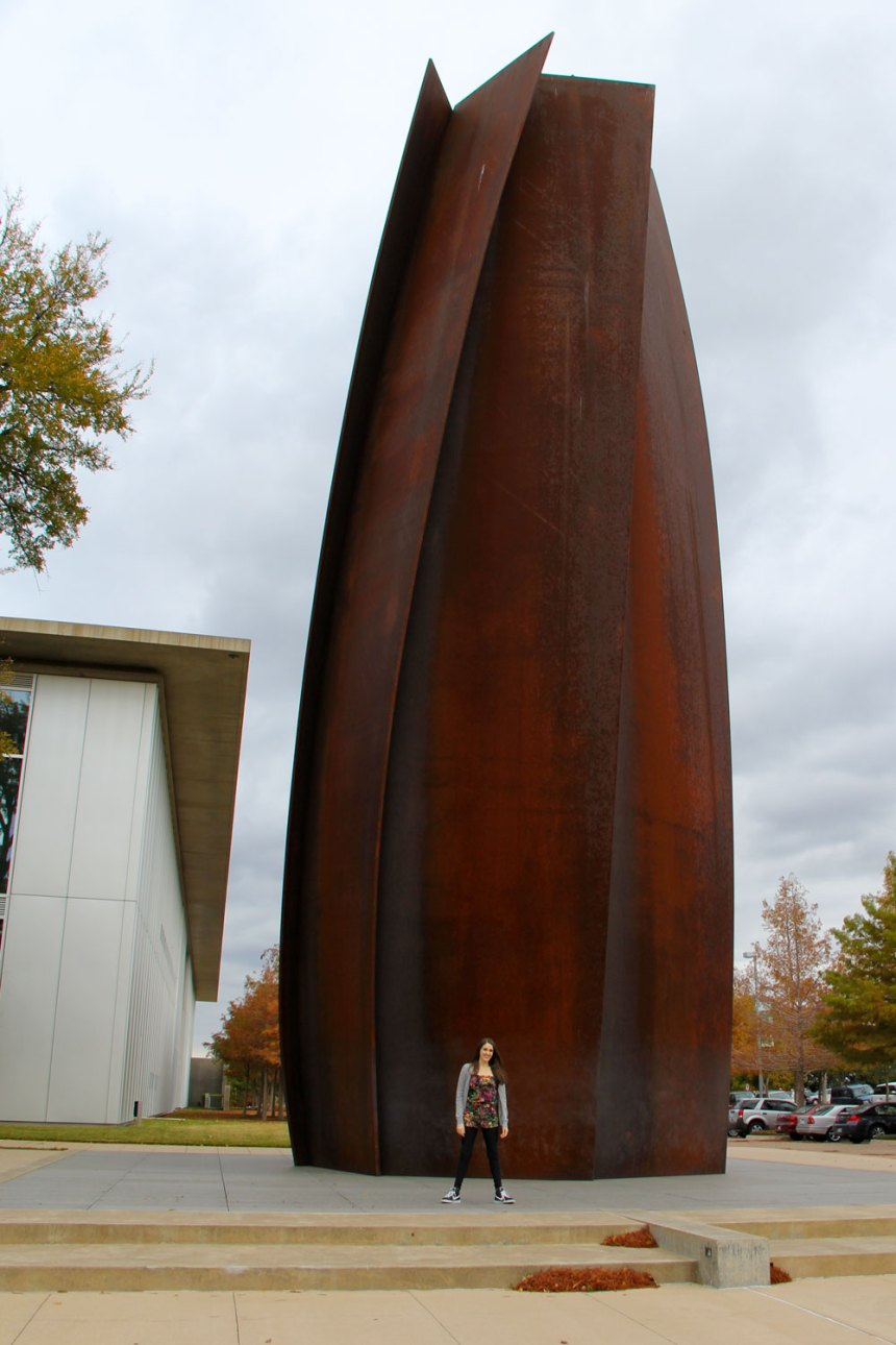 giant echo sculpture