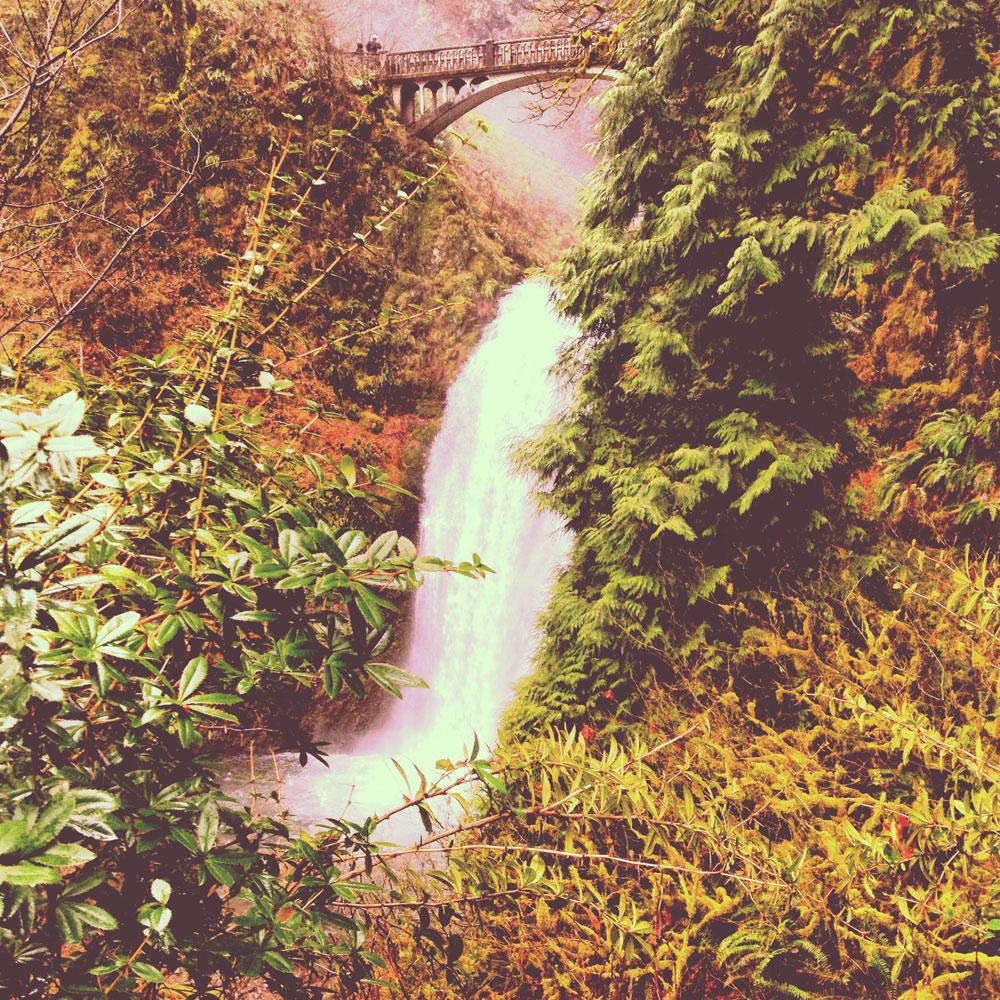 waterfalls in Oregon and Nike