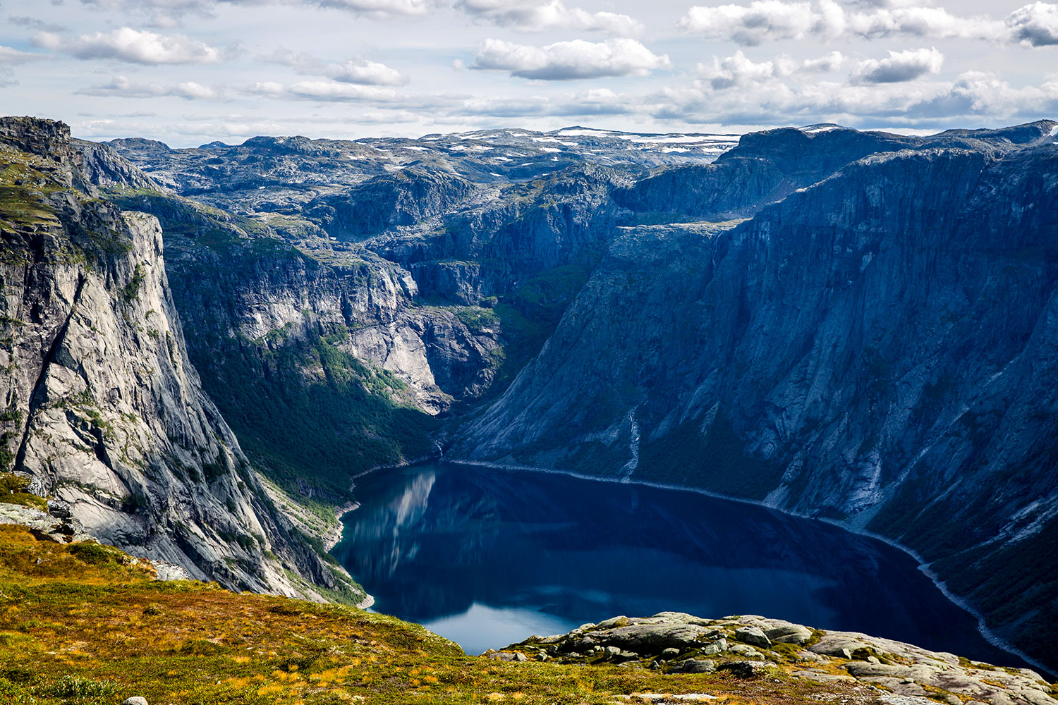 Hiking Trolltunga / for the love of nike