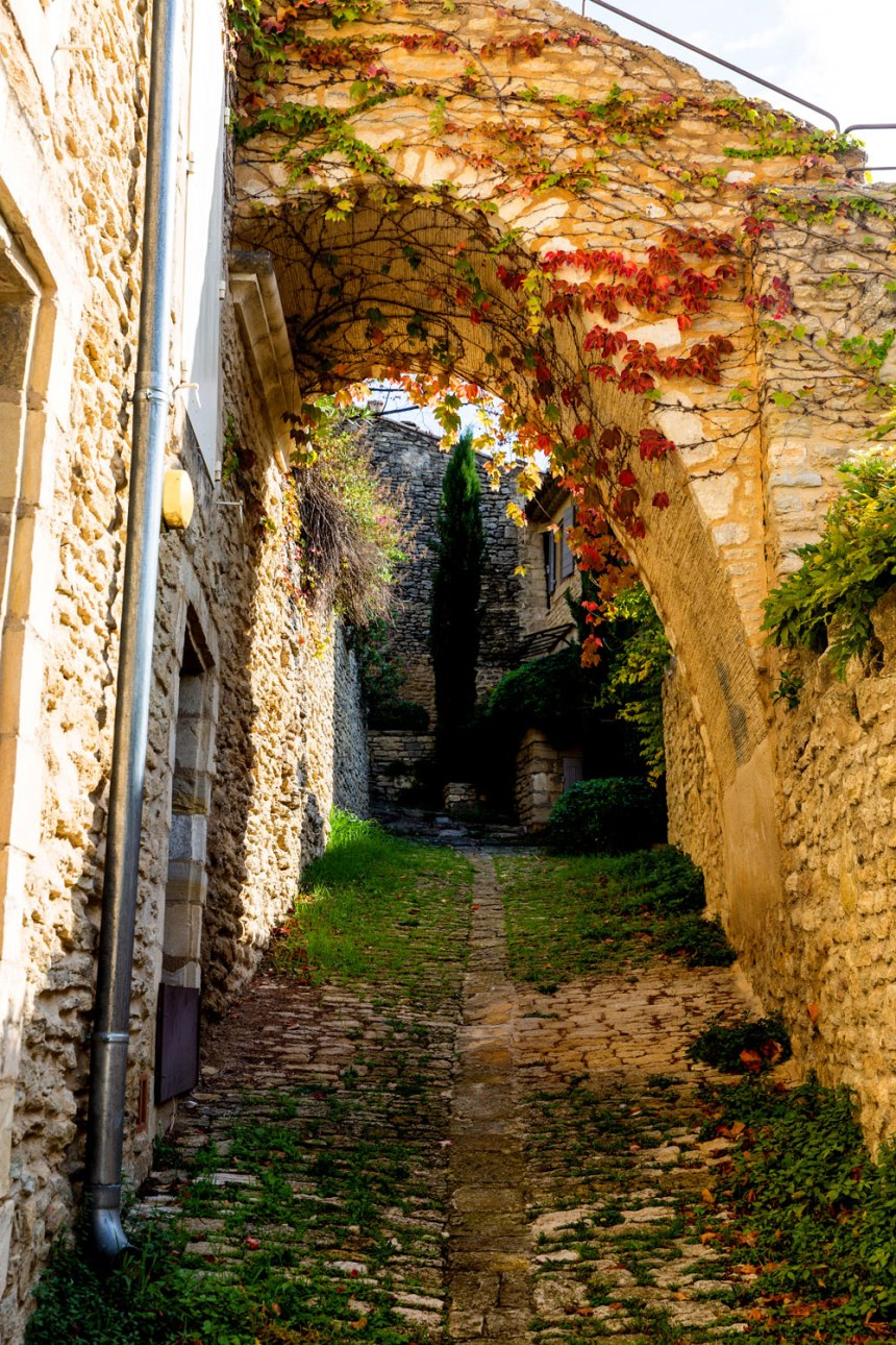 Gordes, Provence-Alpes-Côte d'Azur / for the love of nike / photo by Jennifer Martinez Conway