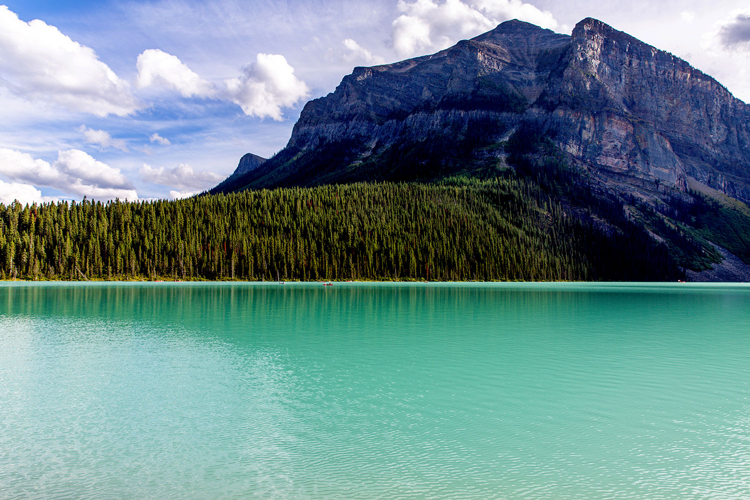 Exploring Lake Louise in Banff National Park / for the love of nike